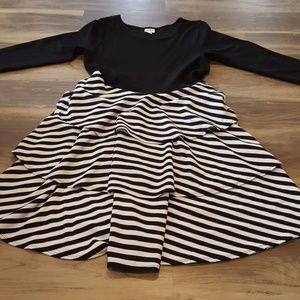 2xl black and white Georgia dress